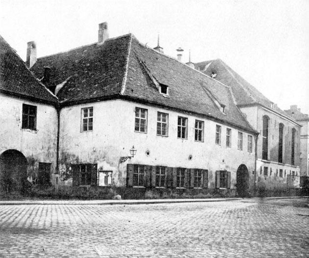 Das weiße Hofrbäuhaus